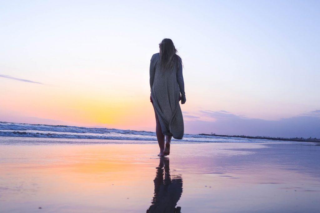 žena na pláži – lejdy.sk